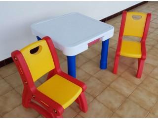 A vendre table et chaise enfant