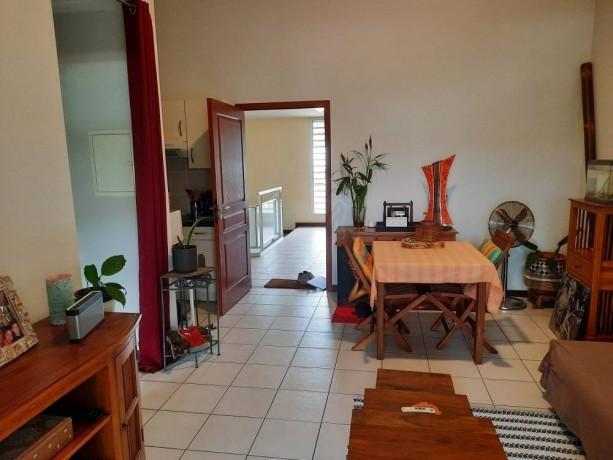 location-appartement-f2-au-6eme-km-big-3