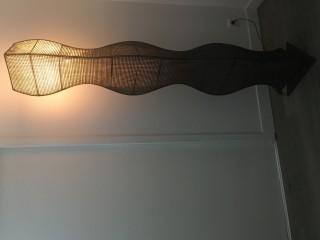 Lampe de 190 cm de hauteur en bois